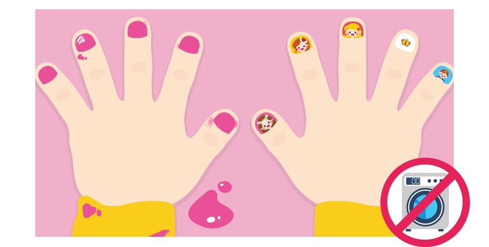 한쪽은 매니큐어로 지저분해진 손과 한쪽은 허그앤그로우 네일 스티커로 예뻐진 손