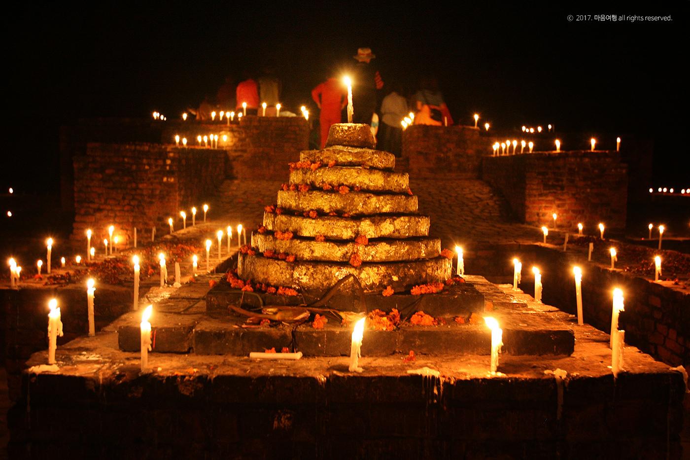 촛불빛으로 가득한 기원정사