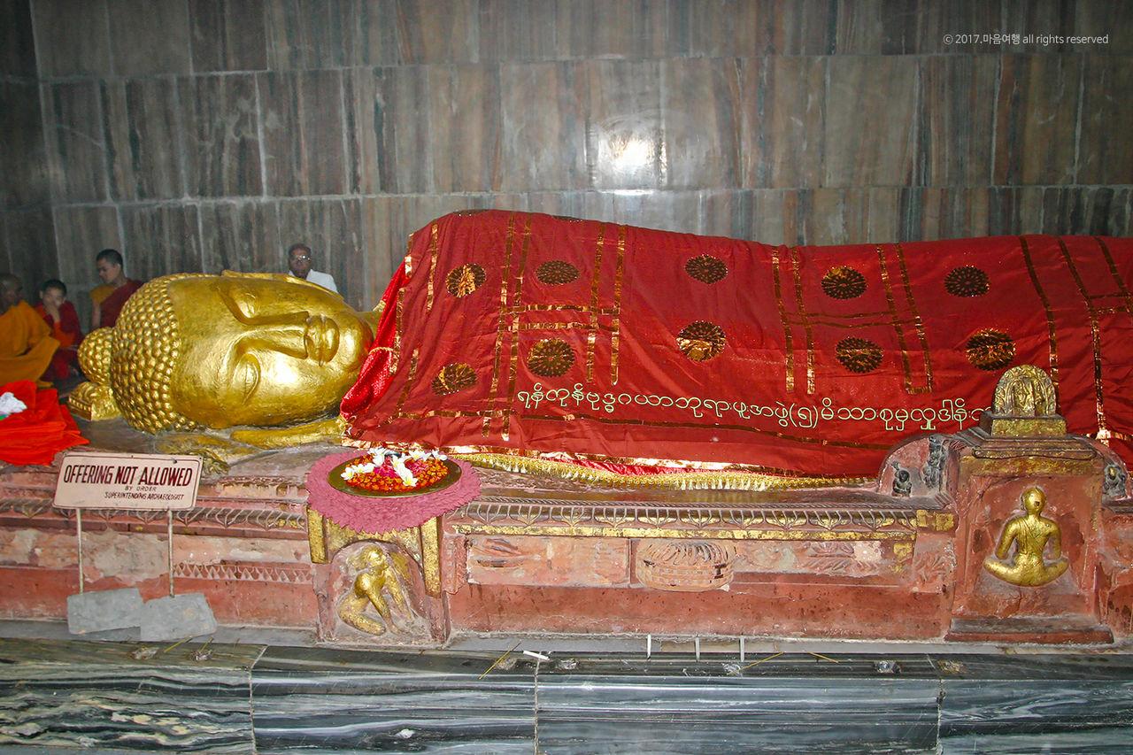 쿠시나가르 열반사원 - 부처님 열반상