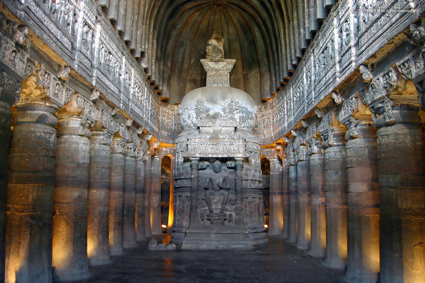 불교미술의 보고 - 아잔타 석굴 사원