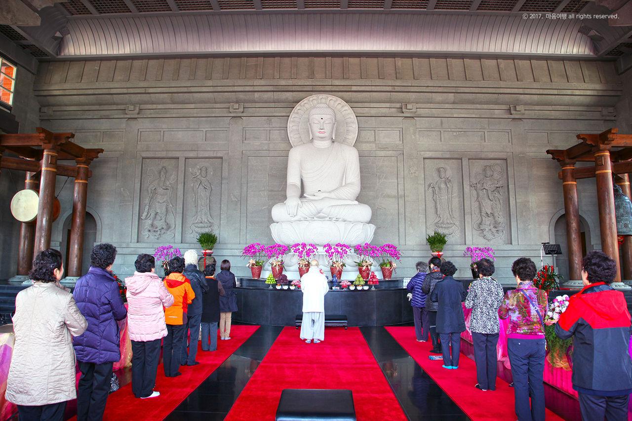 자항사 대웅전 석굴암 부처님