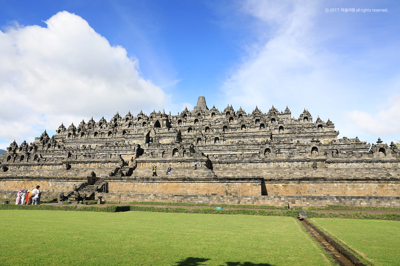 승방의 언덕, 세계 최대의 불탑 - 보로부두르 사원