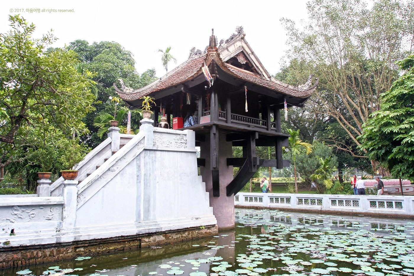 하노이를 상징하는 한기둥 사원