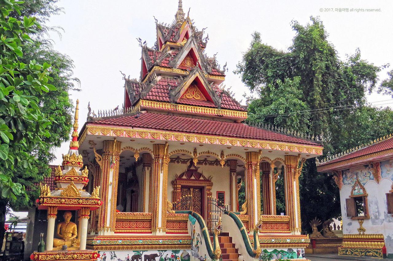탓루앙 사원