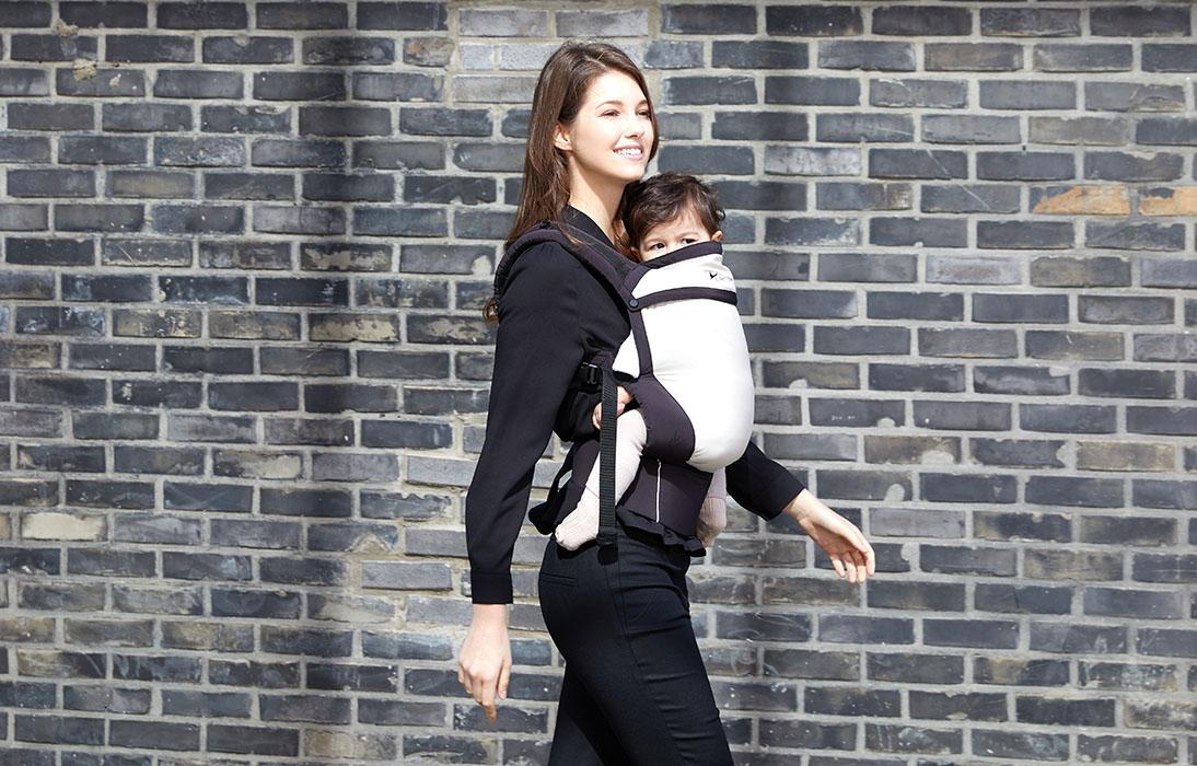 패션에 민감한 엄마들을 위한 얼티밋 토들러 아기띠