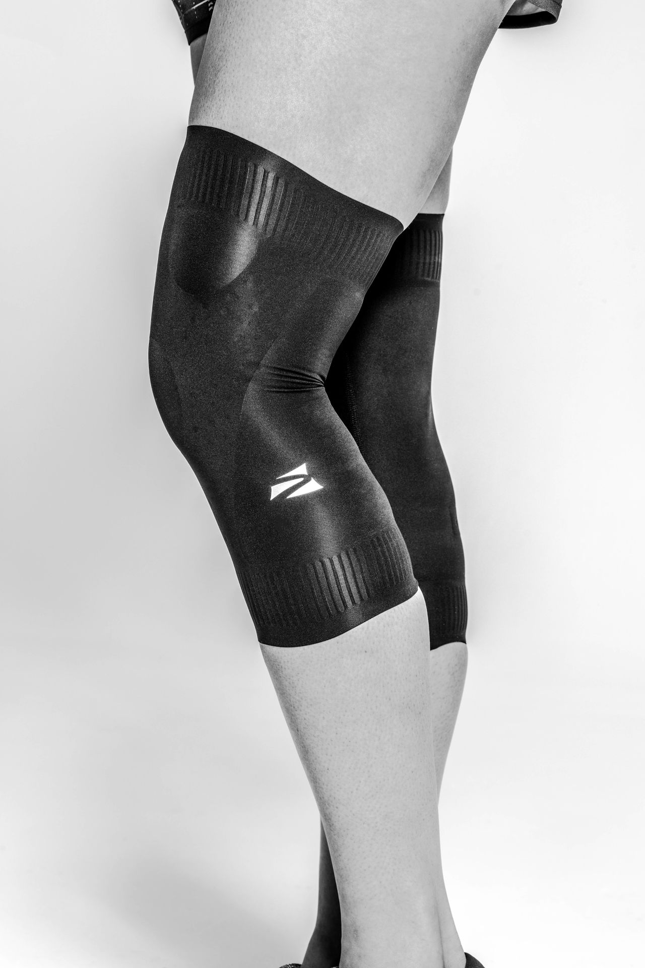 KNEE COMPRESSION <BR> SLEEVE SET