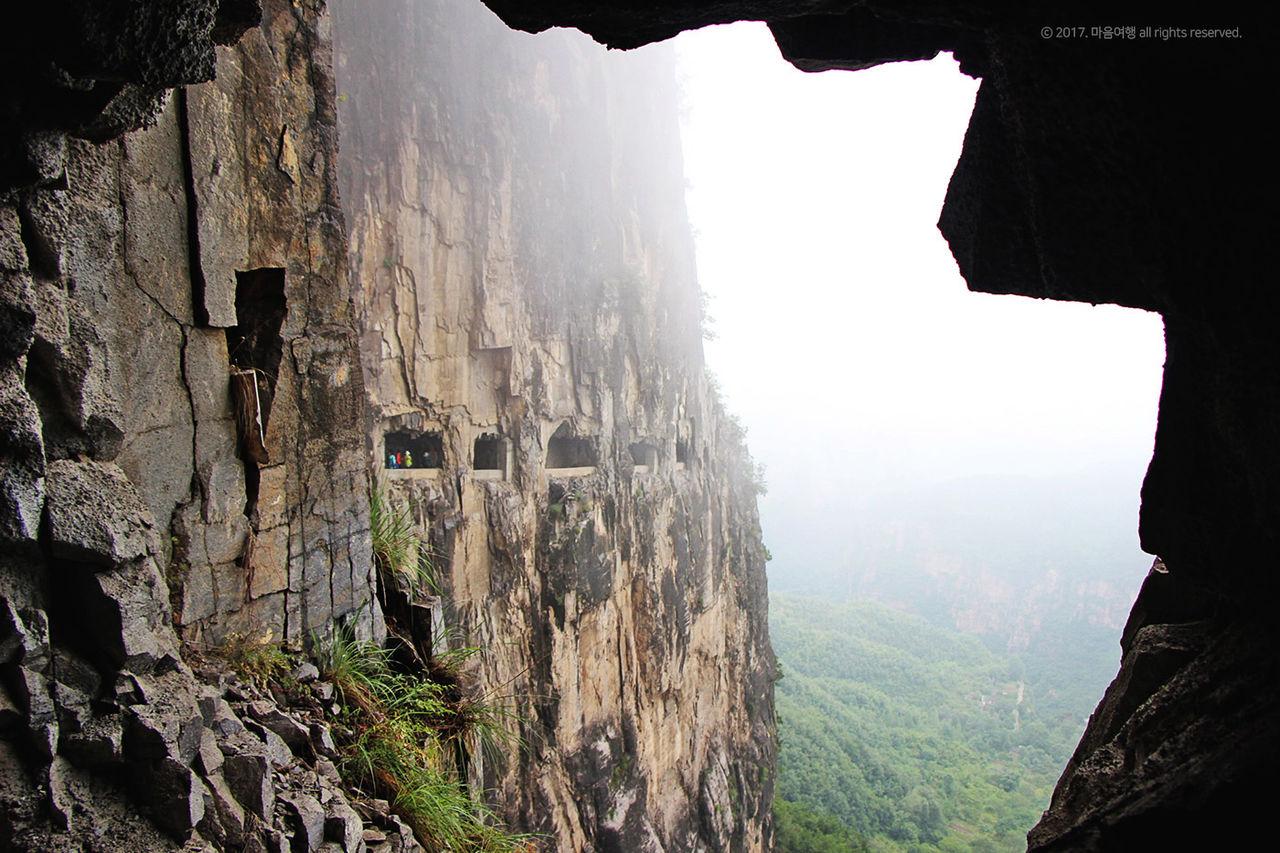 터널 안에서 바라본 - 만선산