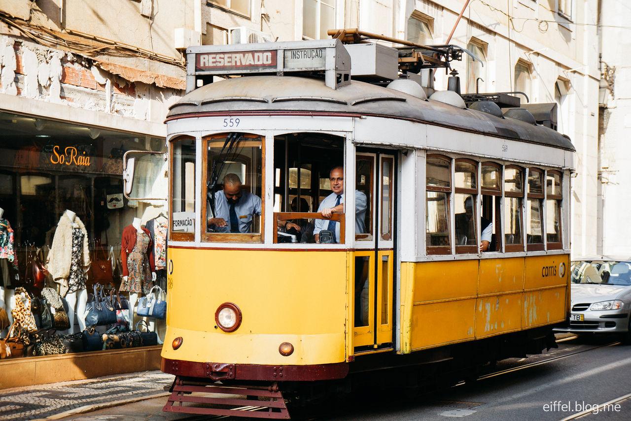 루꼴의 포르투갈 여행엔 유난히 불운이 많았다.<br>하지만 거기에 화를 내거나 슬퍼할 새도 없이<br>포르투갈의 도시들이 그녀에게 성큼 다가왔다.<br>이렇게 아름다운 우리를 놓치지 말라고.