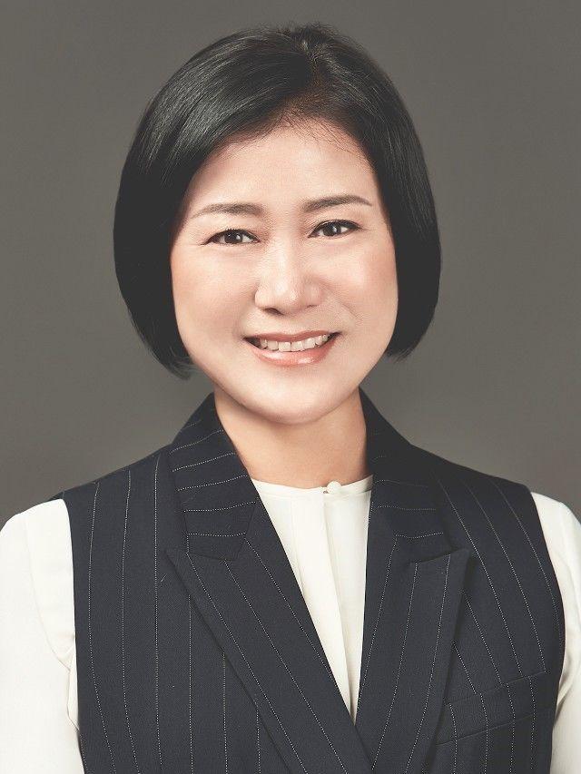 교 장   김  연  아