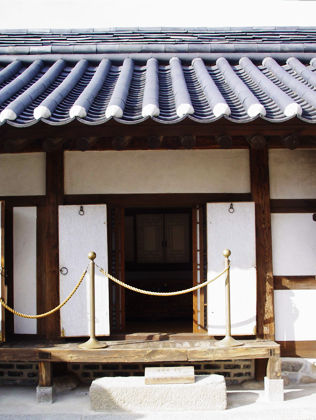 [사진3-19] 안채 벽체 수장(좌측.방)