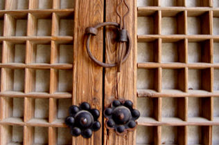 [사진3-25] 안채 문 철물