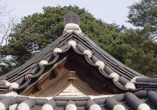 [사진4-37] 열화당 박공 (전좌측누마루)