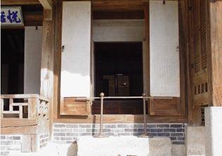 [사진4-30] 열화당 외부창호 (전면중앙)