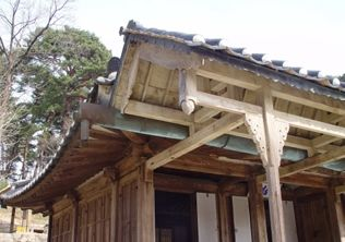 [사진4-33] 열화당 처마 (전면우측부)