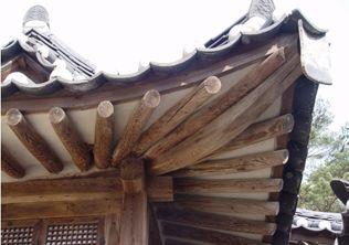[사진4-34] 열화당 처마와 추녀 (전면좌측단부)