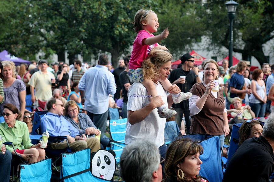 미국 뉴올리언스의 음악 축제에 갔다.<br>남녀노소를 가릴 것 없이 음악에 심취한 시민들을 보면<br>뉴올리언스가 왜 음악의 도시인지 알게 된다.