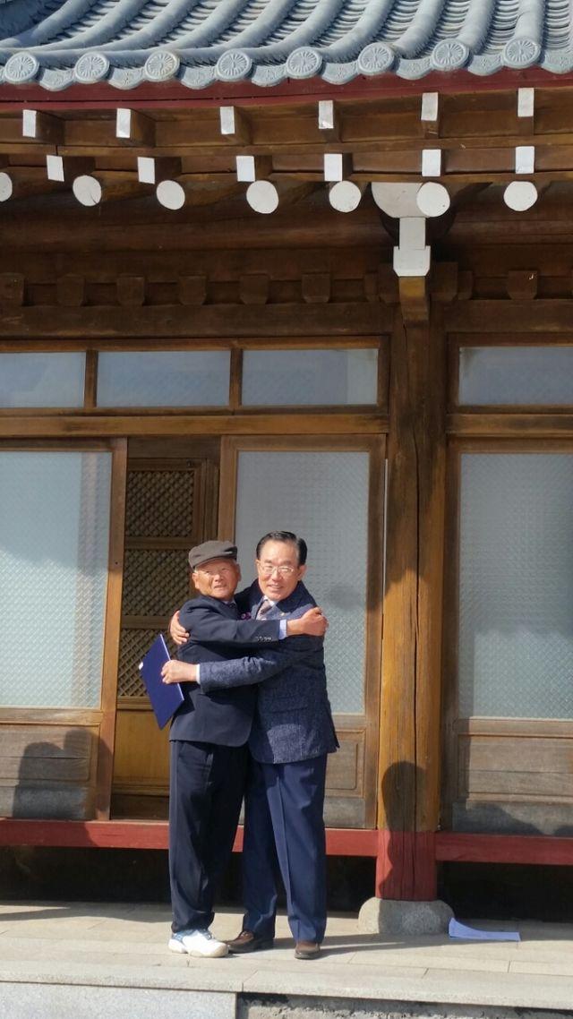 진환회장님과 창범회장님의 뜨거운 포옹