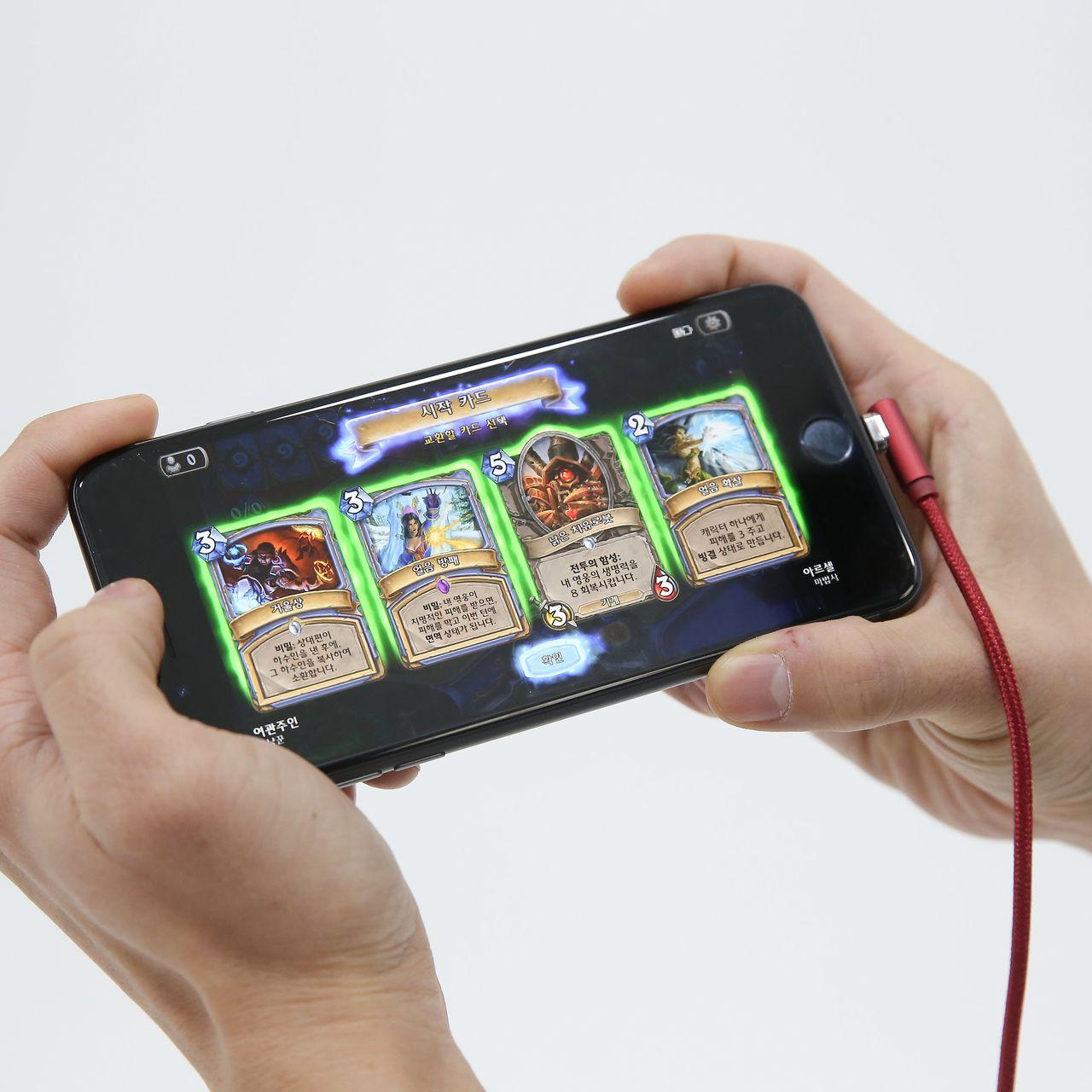 충전과 동시에 편리한 동영상 시청 및 게임