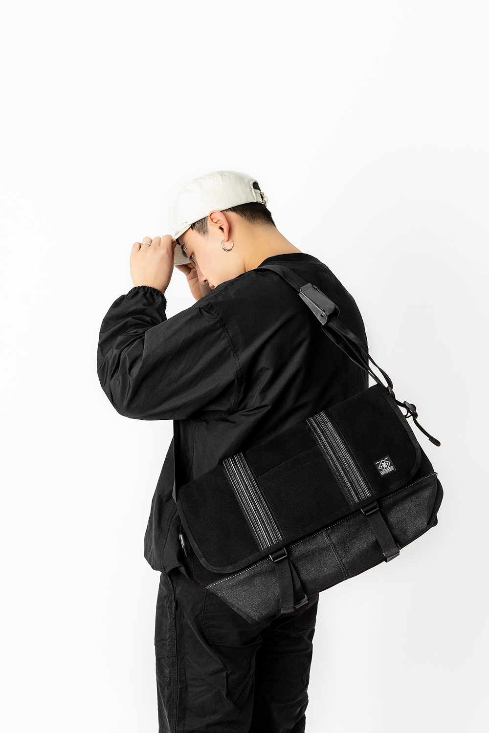 19 S/S MESSENGER BAG