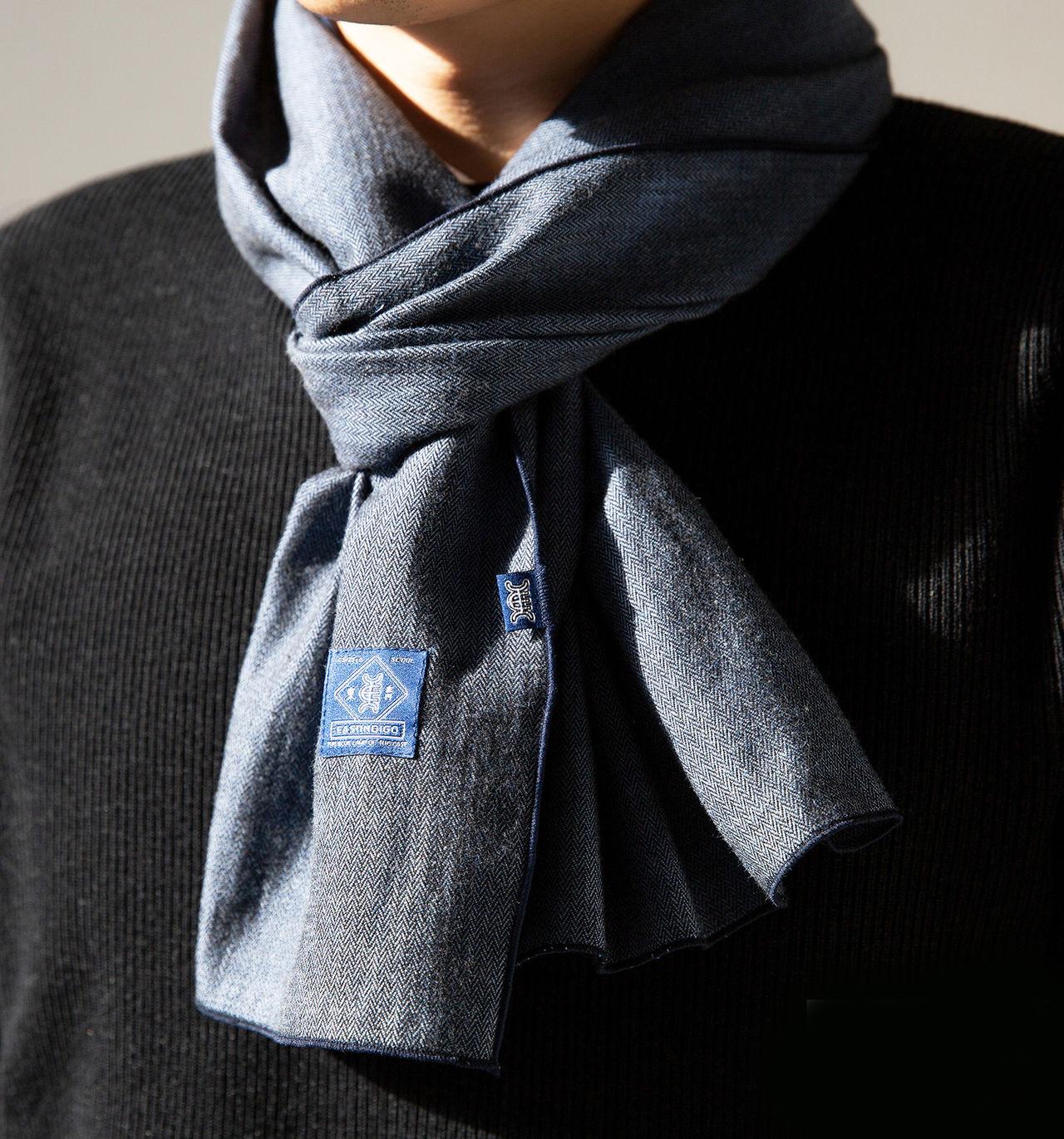패치워크 아트웍에 영감을 받은 스카프