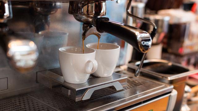 까페 또는 커피전문점