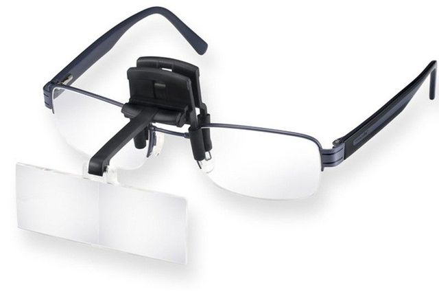 Model 164617, 164620, 164625, 164630를 안경에 장착한 상태