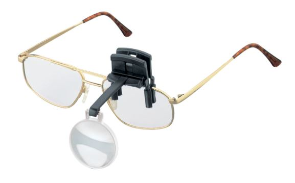 Model 164640, 164670를 안경에 장착한 상태