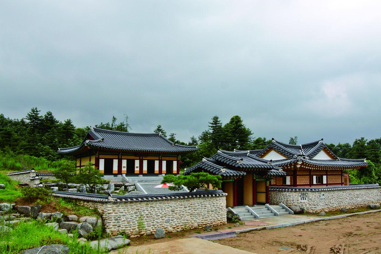 판관공 재실 여회재. 경기도 양평군 양평읍 도곡리 185-4.