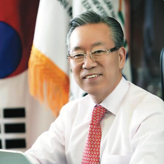 전 부산교육대학교 총장  김   상   용