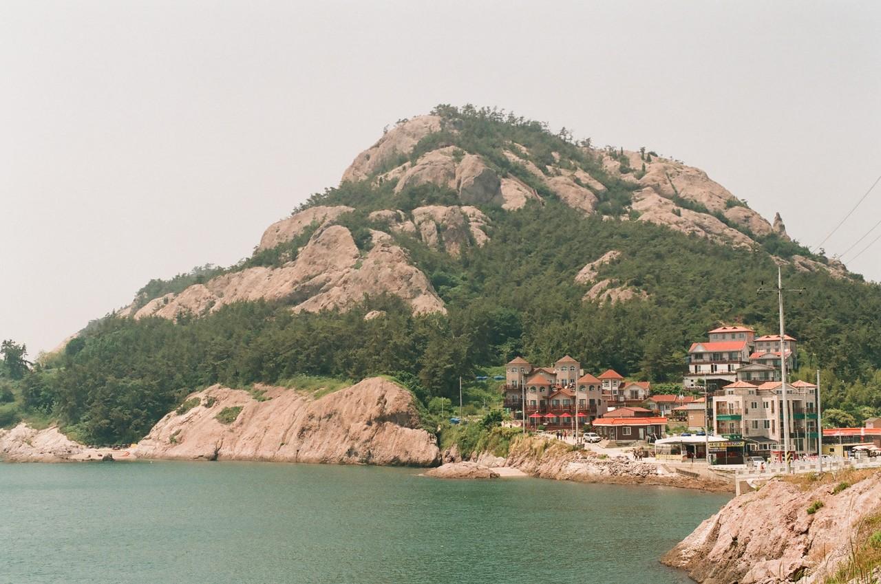 #8. 작은 어촌 마을의 모습이 남아 있는 장자도. 장자도 주변 해역은 옛부터 황금어장으로 유명하다고 한다.