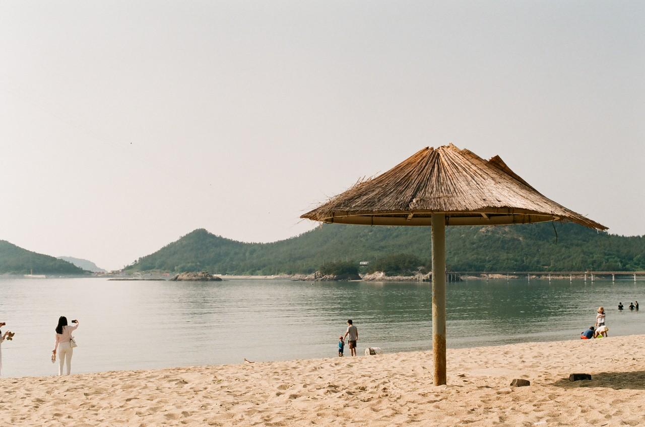 #1 .'신선이 놀다 간 섬'이라는 뜻의 선유도. 바다 건너 해변의 물안개에서 이름의 의미를 짐작할 수 있다.