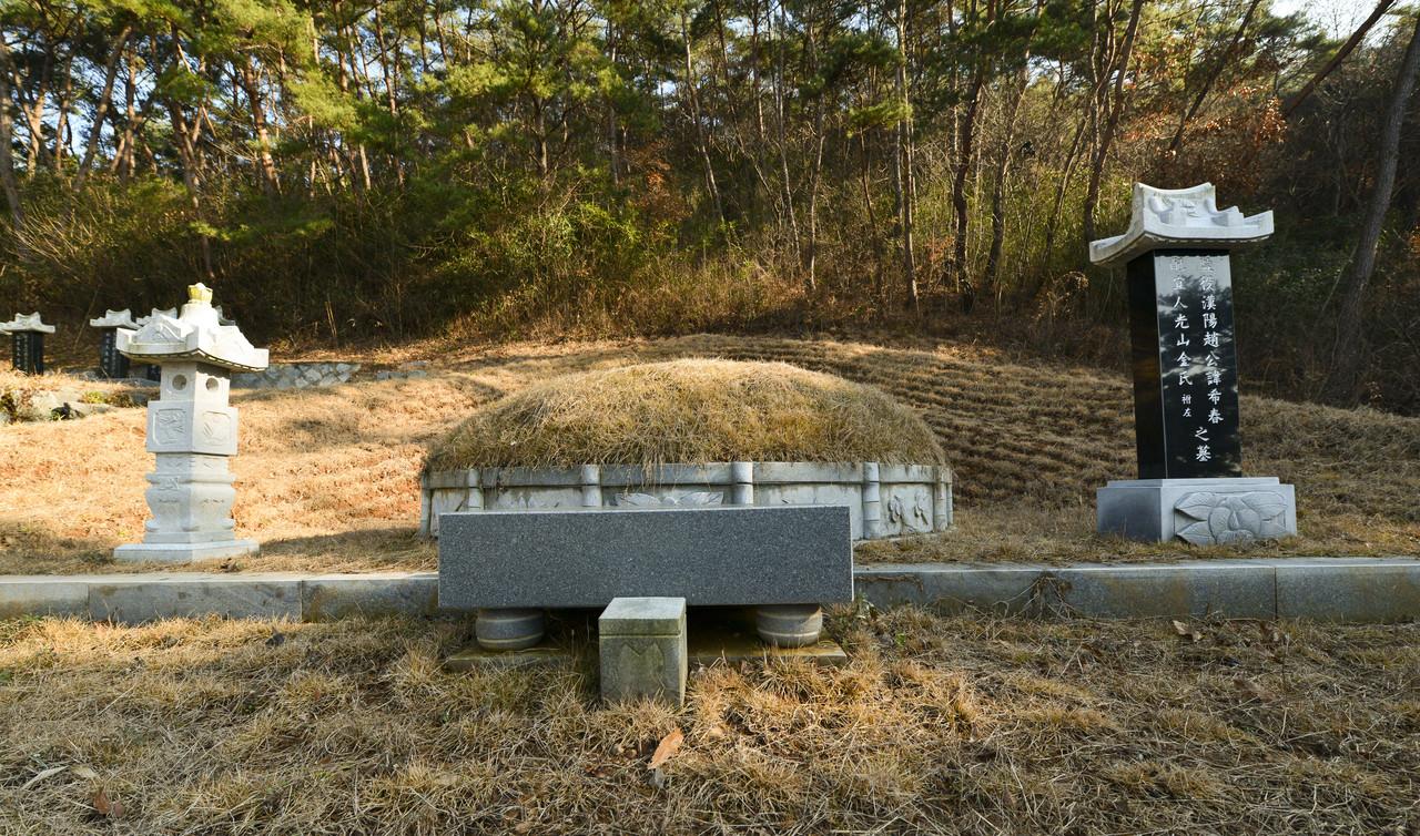광주 입향조 (휘 희춘希春) 묘소. 광주광역시 광산구 광산동 산85.