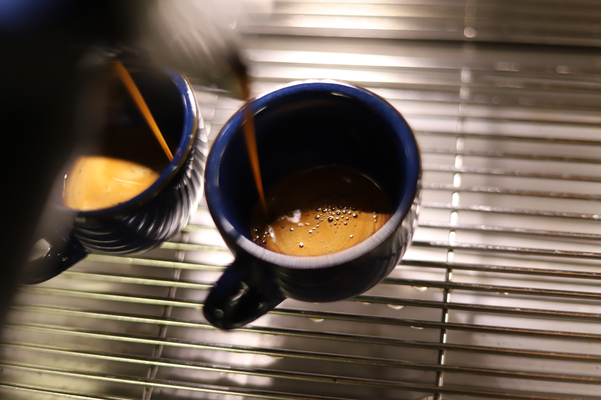 """"""" 커피로 함께 하실 분들이라면 언제든 연락주세요 """""""