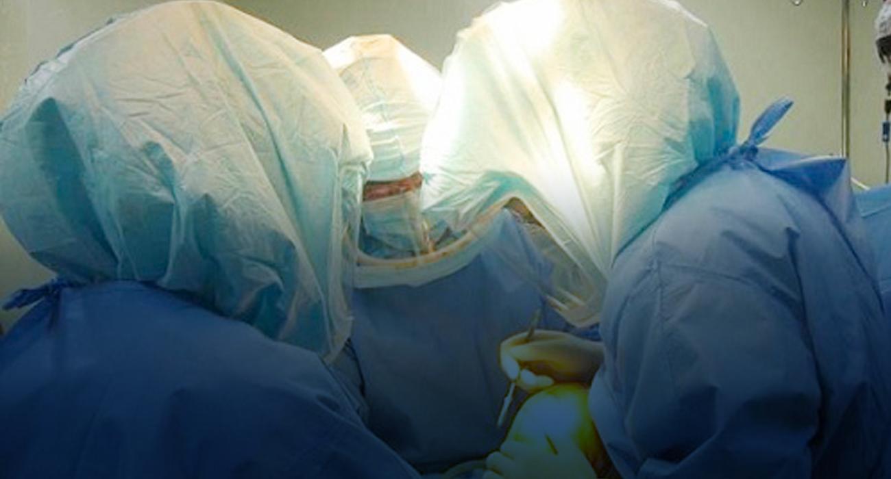 무균 수술실, <br> 우주복형 가운 사용! 갖춘 의료진!