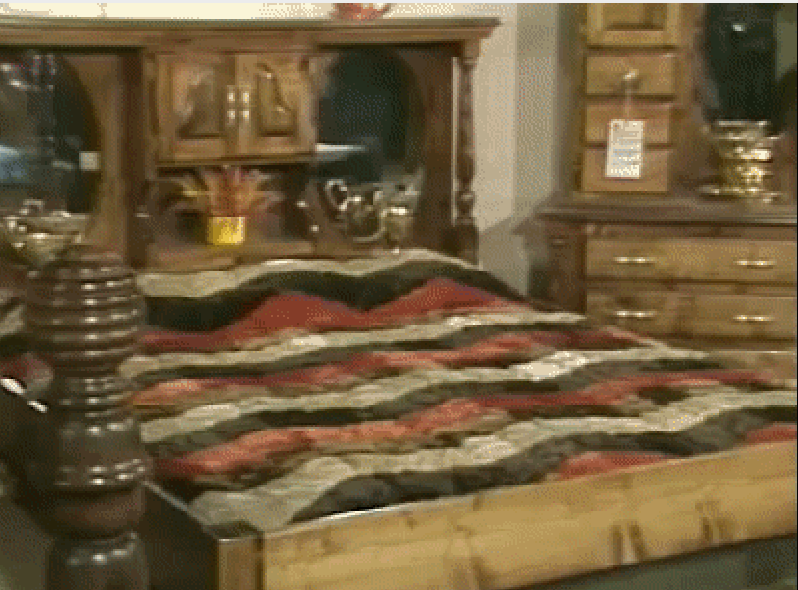 1970 년대 물침대 프레임, MDF 보드 받침대, 플랫폼은 크로스 서포트와 패널 위에 구성됨 (이미지 제공 : 워터 베드)