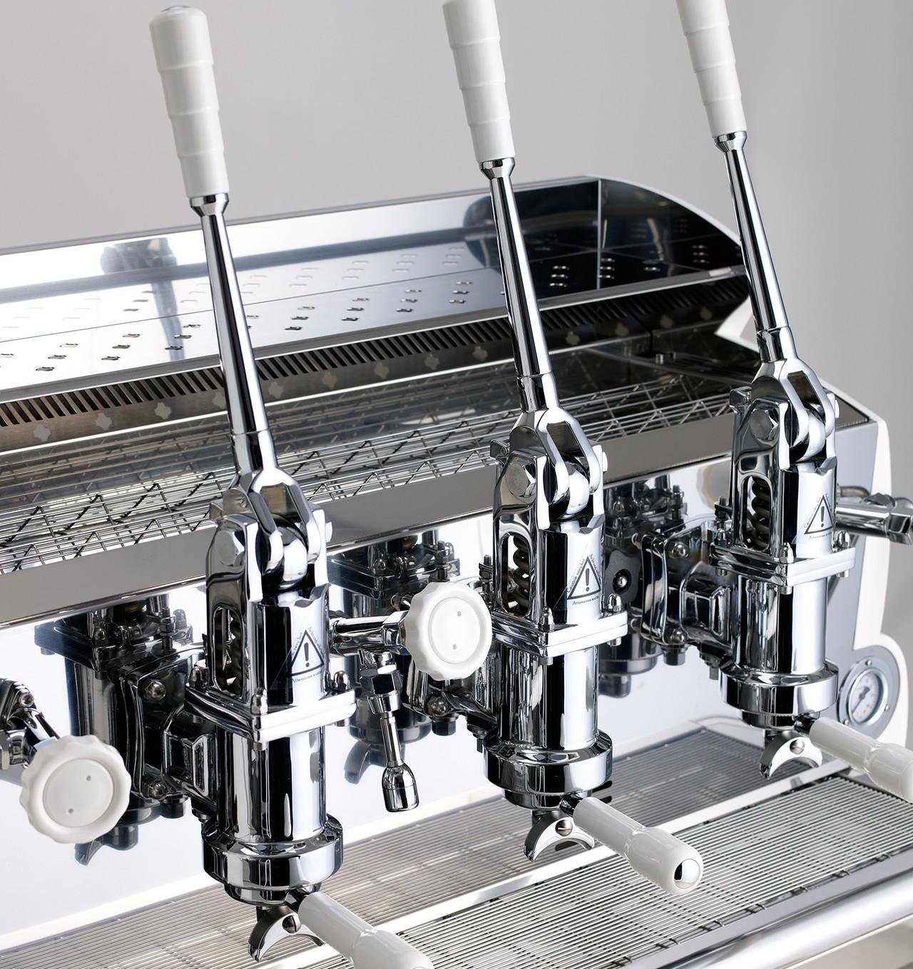 IZZO LEVA MACHINE 이쪼 레버머신 - 성능과 특징