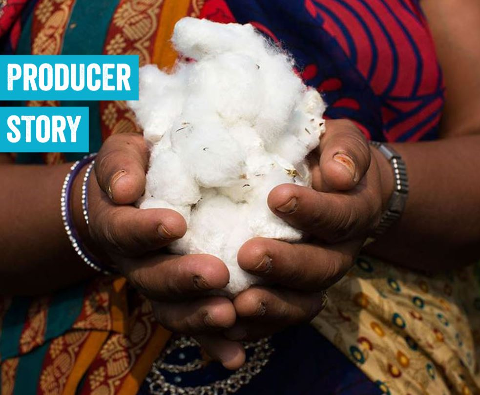 Sunga Jat holding Fairtrade certified cotton at Pratibha-Vasudha in Madhya Pradesh, India