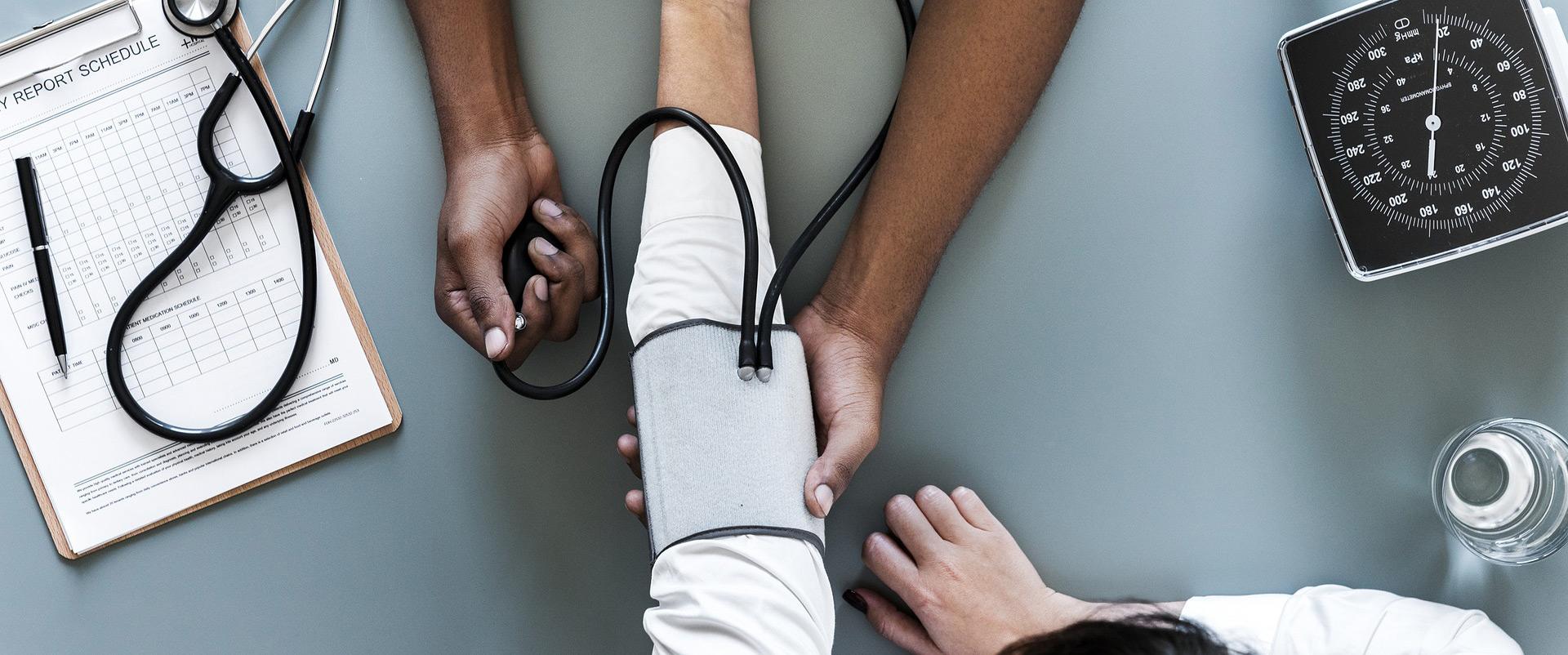 센서가 내장된 기기에서 수집·분석된  자신의 라이프 로그(life log) 정보를 통해 건강