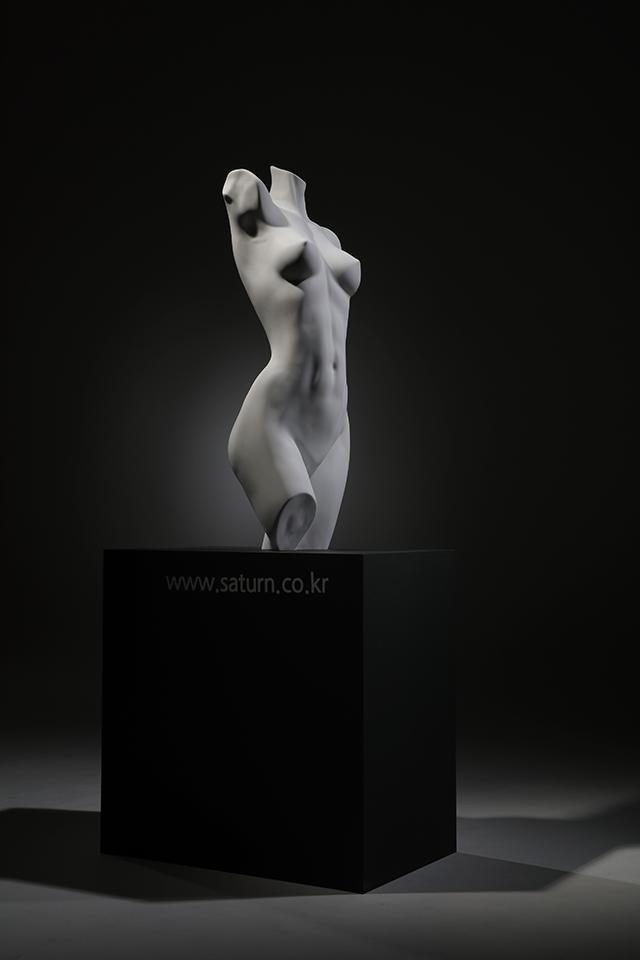 SATURN BATH  X  Moon-E ART COLLABORATION