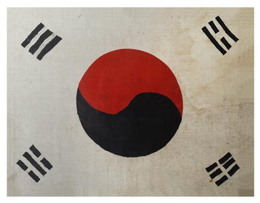 미 해병대원 버스비어 태극기(등록문화재 제383호)- 한국전쟁 당시 미국 해병대원 버스비어 (A.W.Busbea)에게 서울에서 한 시민이 준 태극기.  4괘의 배열이 건곤리감으로 되어 있다.    버스비어는 이 태극기를 전쟁기간 내내 군용트럭에 꽂고 다녔다고 한다. 그가 미국으로 가져가 보관하다가 2005년 11월 경기도 하남시에 기증했다.