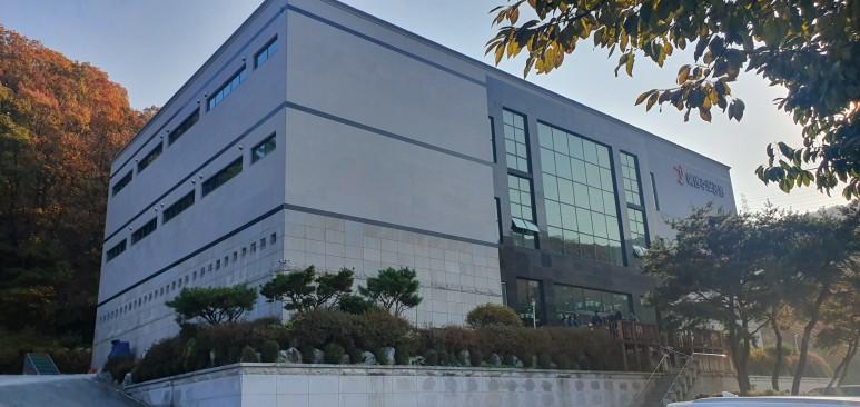 증축공사와 동시 진행된 건물 외관 리모델링 완공 사진