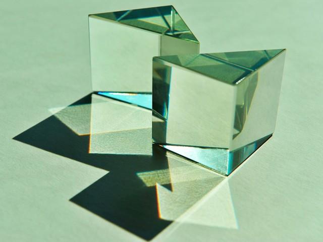반사 거울이 있는 유리 프리즘 (Glass Prism with reflective Mirror)