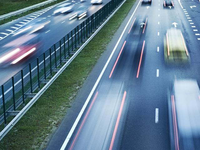 운전자 포함 6인 이상 탑승 시  고속도로 버스 전용 차선 이용 가능