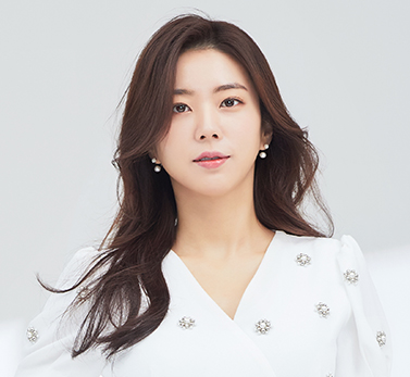 "<span style=""font-size: 20px; color: rgb(248, 197, 11;"">박신아<br><span style=""font-size: 14px;""><span style=""color: rgb(255, 255, 255; letter-spacing: 1px;"">Park<ui style=""letter-spacing: 0px;""> &nbsp;Shin &nbsp;Ah &nbsp;</font></span></span>"