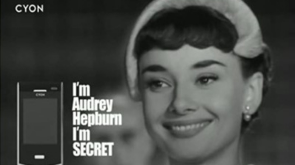 "<div style=""text-align: center;""><span style=""color: rgb(255, 255, 255); font-size: 16px;"">Audrey Hepburn</span> 	<br><span style=""font-size: 13px; color: rgb(215, 215, 215);""></span></div>"