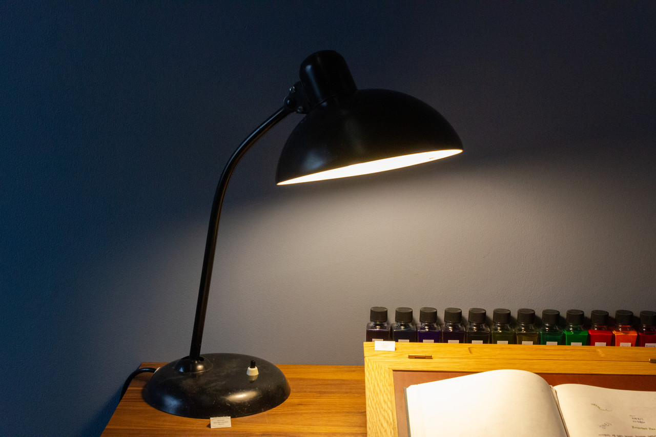 "<p style=""font-family: freight-neo-pro, sans-serif; font-weight: 400; font-style: normal; color: black;"">caise idell - 6556 vintage table lamp black</p>"