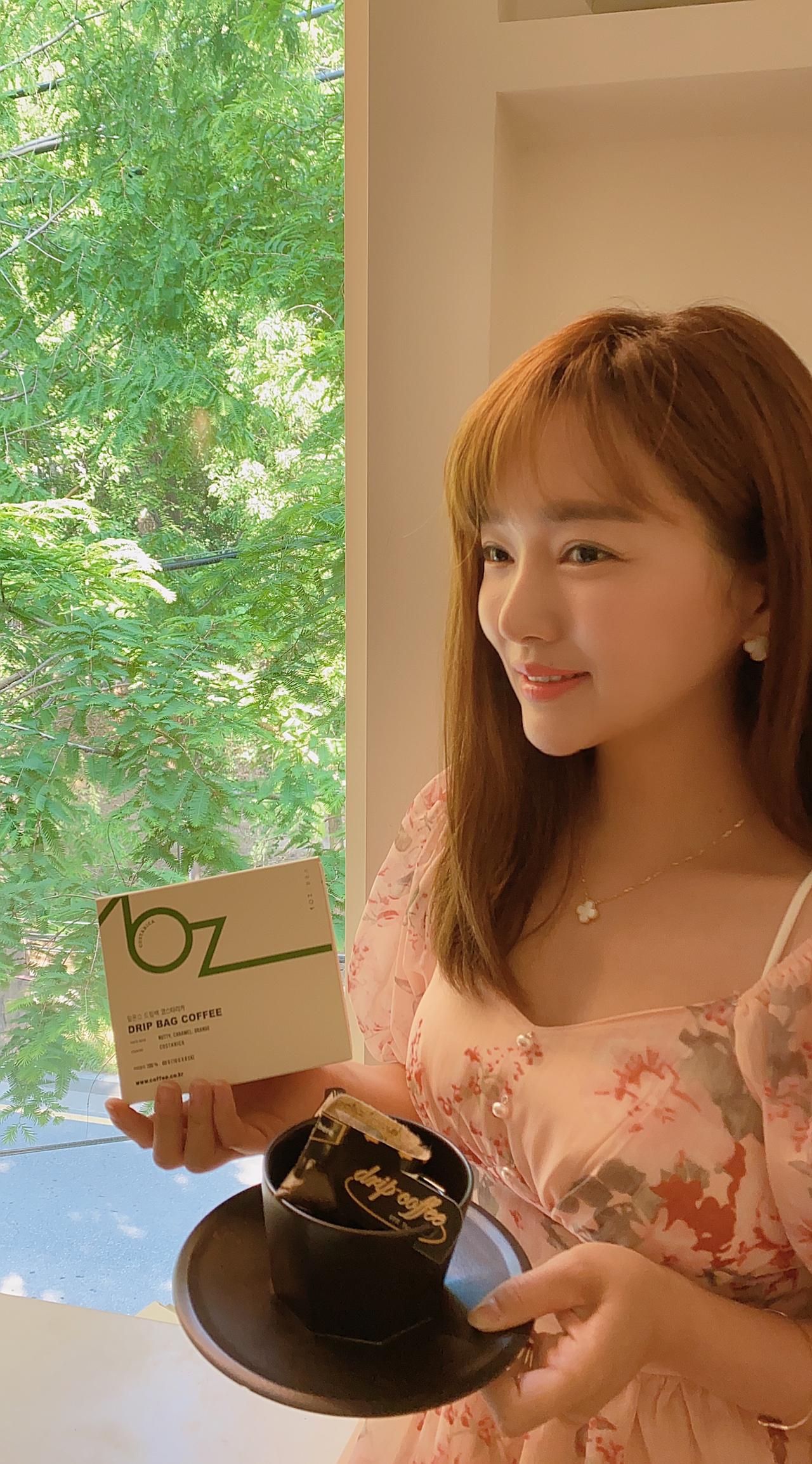 얼굴이 커피팩보다 작은 미녀 배우 윤송아님~