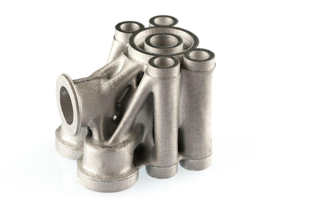 316L 재료로 출력한 유압 밸브 블럭 부품