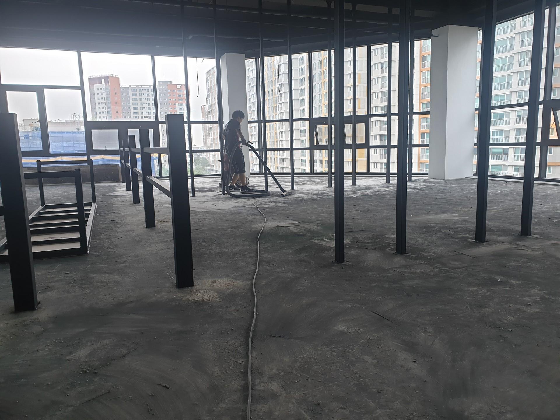 2)바닥상태 및 수평을 확인하고 깨끗하게 청소