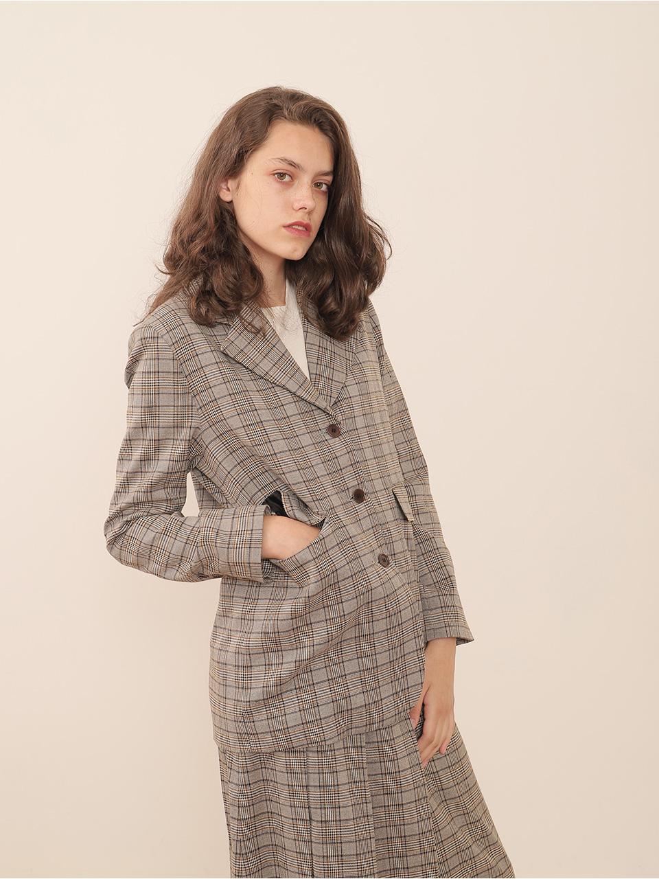 잠자는 원단으로 만든 재킷과 스커트